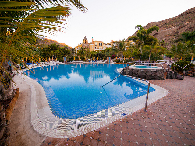 hotel zwembad spanje